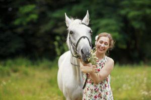 Bleib positiv. Habe Spaß an der Zeit mit deinen Pferden – DAS machen erfolgreiche Reiter auch. © Shutterstock / Garnet Photo