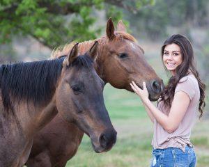 Eine positive Ausstrahlung ist bei der Arbeit mit Pferden besonders wichtig. © pixabay   langll