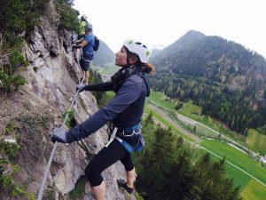 Auf den ersten Metern des Klettersteigs fiel es mir noch schwer nach unten zu blicken.