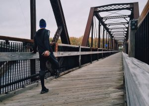Tracking kann sinnvoll sein, um Trainingsverläufe zu sichten. Pausen sind sinnvoll, um Körper und Geist in Einklang zu bringen und Leistung erst zu ermöglichen. © pexels